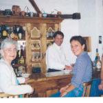 Con la mamá Aida, Alina y Pamela Martin, Enero de 2004.