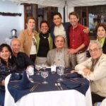 Celebrando los 20 años de matrimonio, en su casa de Nayón, Quito: Lola Santistevan de Baca, Raúl Baca, Ana Dunn de Vera, Alina, Sebastián, Raúl, Jaime Vera, Saskia Guayasamín de Vera, Alfredo Vera; atrás, Ecuador Santacruz, 2006.