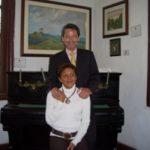 Con Alina, en la Quinta de Juan León Mera, 28 de Junio de 2006.