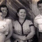 Con mamá, tía Maruja de Román, y ñaño Tito, en Guayaquil, 1960.