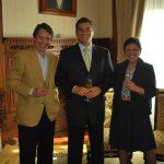 Con el Presidente Rafael Correa, en el salón de protocolo del Palacio de Carondelet, el 29 de octubre de 2010, día de la ceremonia del segundo matrimonio civil de Raúl Vallejo y Alina Vera.