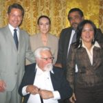 Con el escritor Miguel Donoso Pareja, la esposa Isabel Huerta, el hijo Miguel Donoso Gutiérrez y la nuera Iti Vera, durante la entrega de los Premios Espejo, Enero de 2007.