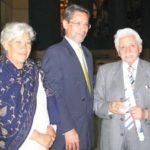 Con Laura de Pazos y el poeta Efraín Jara Idrovo, durante la presentación de Crónica del mestizo, en Quito, enero 10 de 2007.