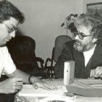 Entrevistando al teólogo brasileño Leonardo Boff, para la revista Vistazo, en 1985.