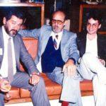 Con el historiador Pedro Saad Herrería y el poeta cubano Roberto Fernández Retamar, presidente de Casa de las Américas, en la residencia de Oswaldo Guayasamín, el 10 de agosto de 1988.