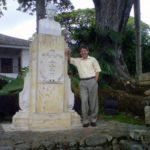 En la hacienda El Paraíso, junto al busto de Jorge Isaacs, Palmira, agosto 17, 2013.