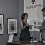 """Con la actriz colombiana María León Arias Cano, durante la lectura de """"Mi cantar de cantares"""", en el recital ofrecido en la Casa de Poesía Silva, el 18 de noviembre de 2014."""