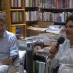 En la librería Ábaco, de Cartagena, con el poeta y pintor Gustavo Tatis, durante la presentación de Marilyn en el Caribe, el 17 de julio de 2015.