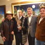 """Con el pintor Gildardo Rengifo, y los poetas José Luis Díaz-Granados y Gustavo Tatis Guerra, durante la celebración de los 50 años de """"Cien años de soledad"""", Parlamento Andino, Bogota, abril 28, 2017."""