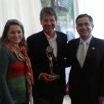 Con Augusto Barrera, alcalde de Quito y Andrea Nina, esposa del alcalde, luego del almuerzo que el municipio ofreció el 28 de noviembre, con ocasión de la entrega de los premios.