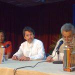 Con Rafaela Valerino, editora de la edición cubana de Acoso textual, y el crítico Emmanuel Tornés, durante la presentación del libro en la XVIII Feria del Libro, en La Habana, el 15 de febrero de 2009.