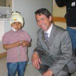 Visita a Solca para la Jura de la Bandera del programa Aulas Hospitalarias, en Quito, el 6 de marzo 2006.