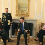 Presentación de las cartas credenciales como embajador del Ecuador en Colombia, ante el presidente Juan Manuel Santos, y la canciller María Ángela Holguín, en el Palacio de Nariño, Bogotá, el 14 de enero de 2011.