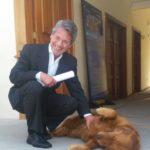 Visitando el Instituto de Patrimionio de Loja, el 24 de febrero de 2017, junto a Melcocha, la mascota del Instituto.
